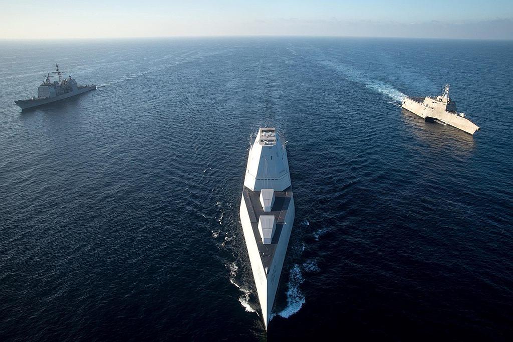 USS Zumwalt а справа второй неудачный тип кораблей Вмс США, LCS. С ними тоже не до конца известно что делать, но продолжается серийное производство Рис. Вмс США