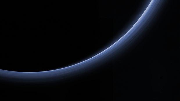 Z24715775qzdjecie Atmosfery Plutona Podswietlonej Przez Slon
