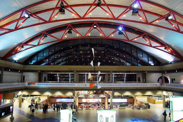Z24972117qterminal Lotniska W Pittsburghu