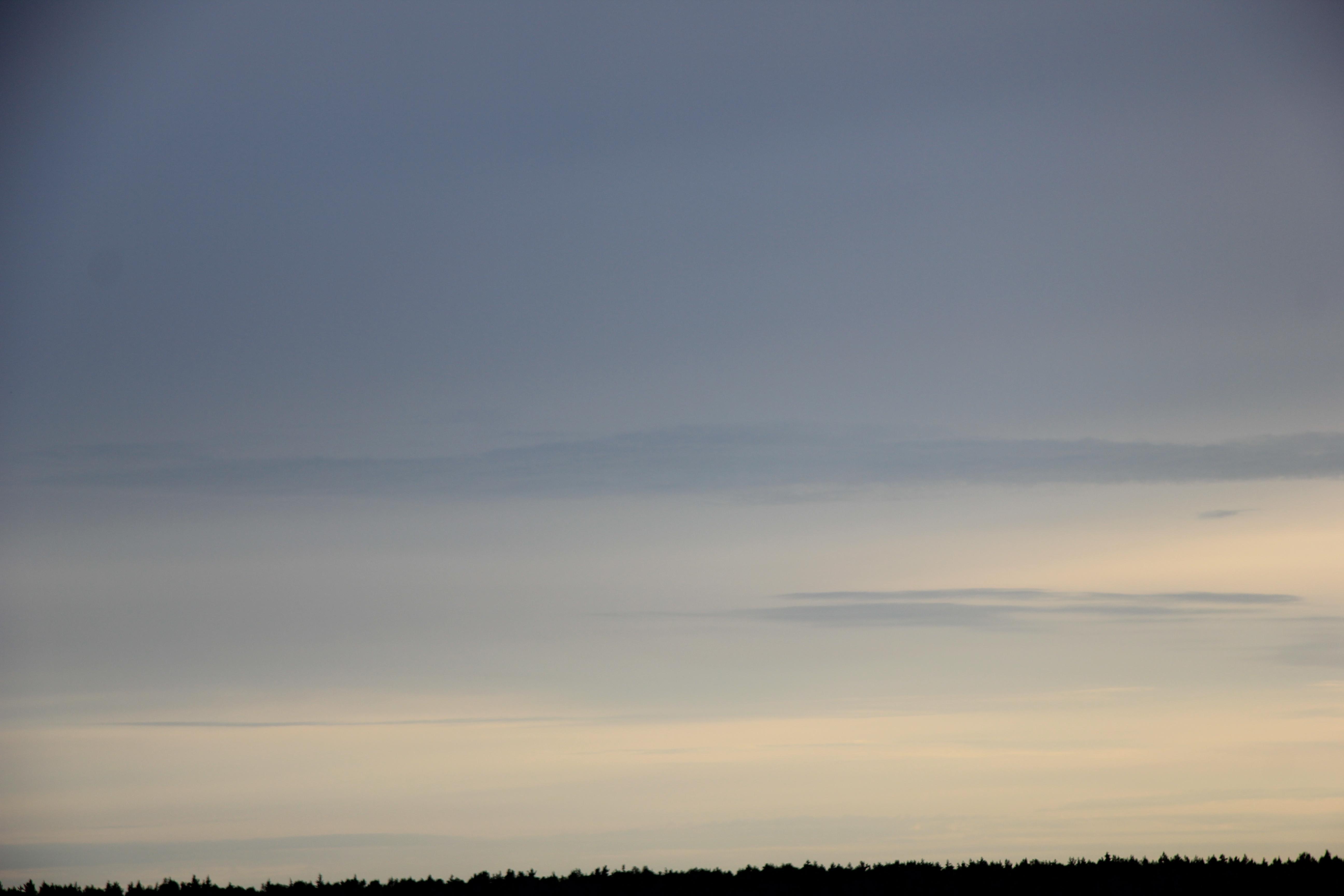 Яркое утреннее небо (106)