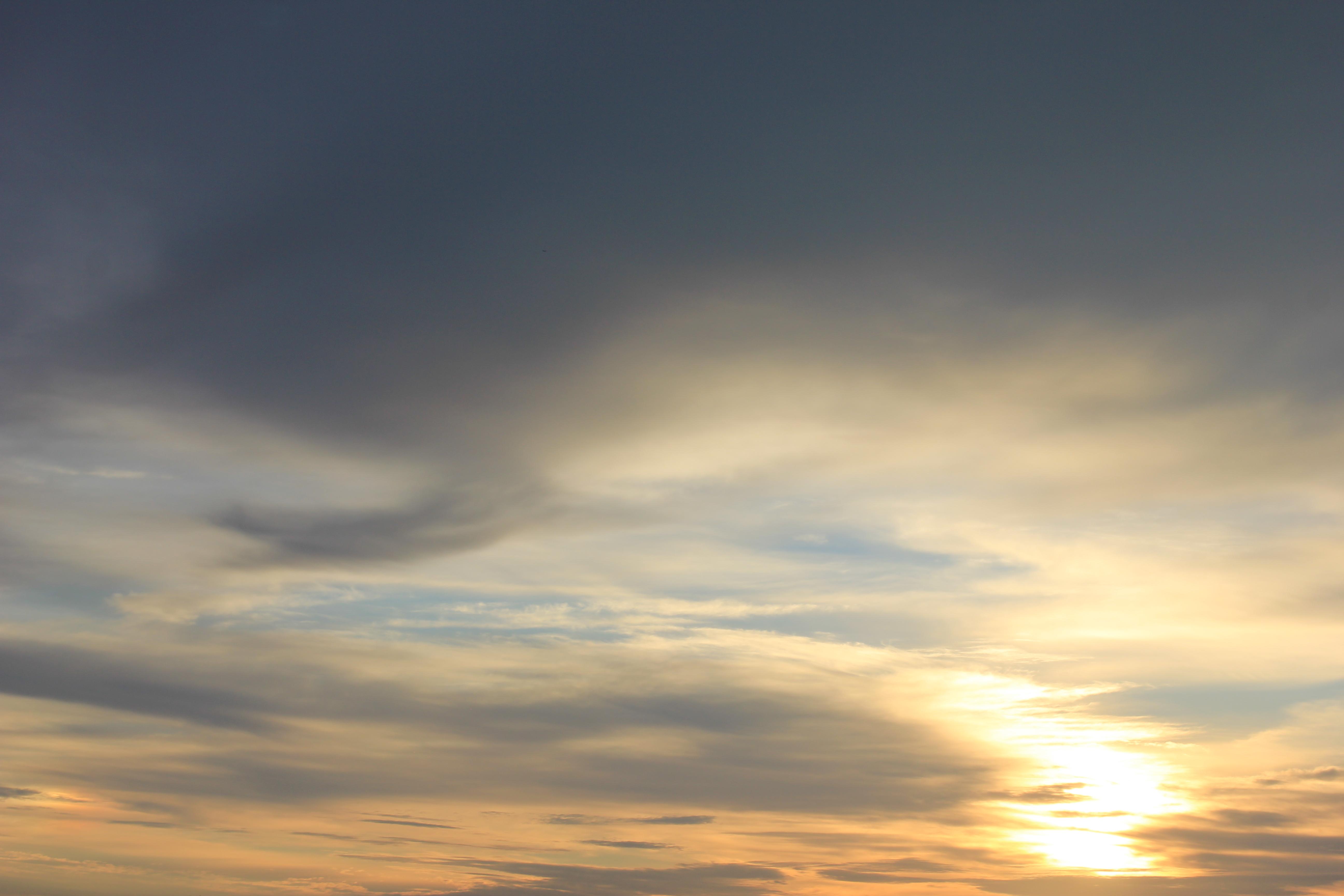 Яркое утреннее небо (26)