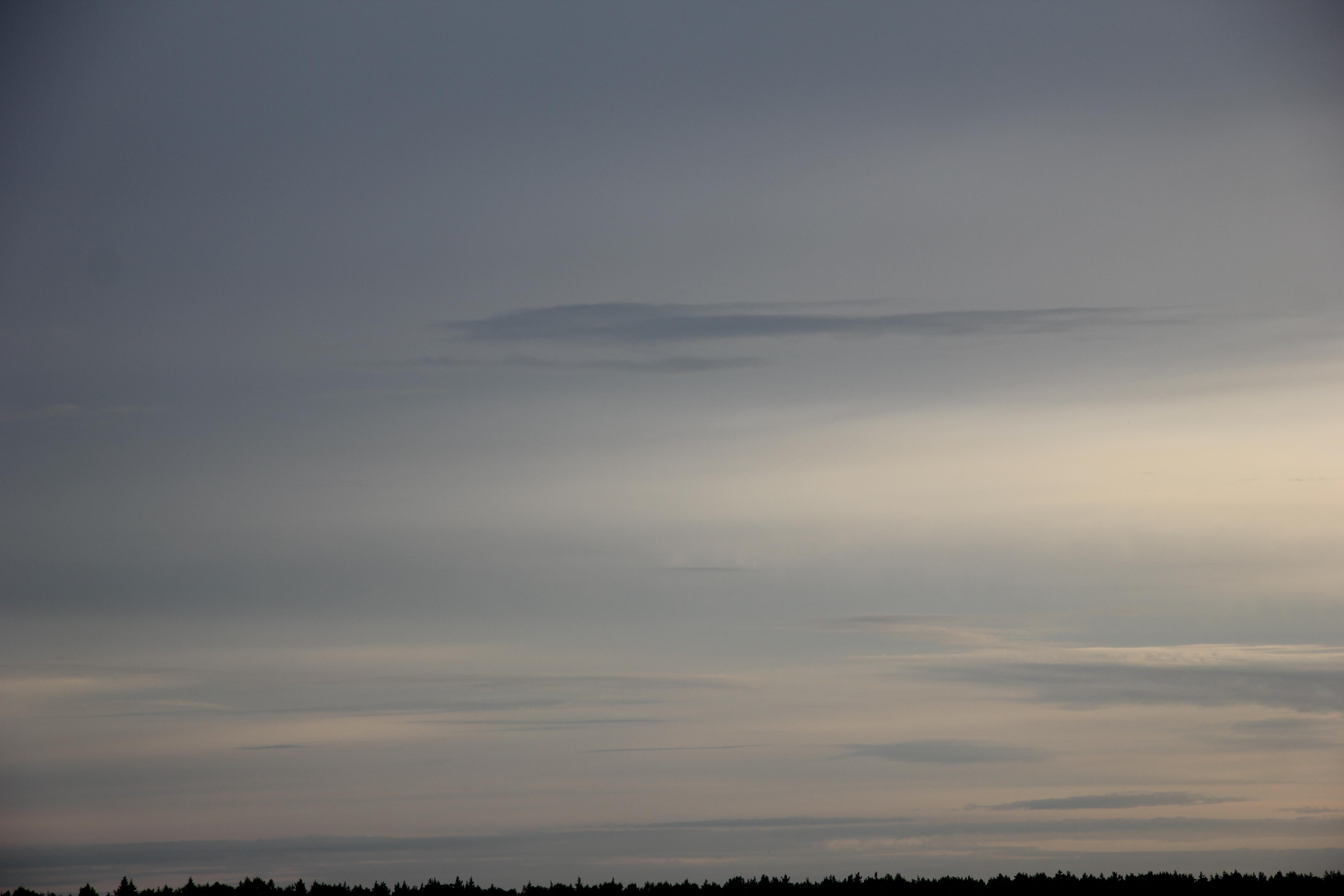 Яркое утреннее небо (51)