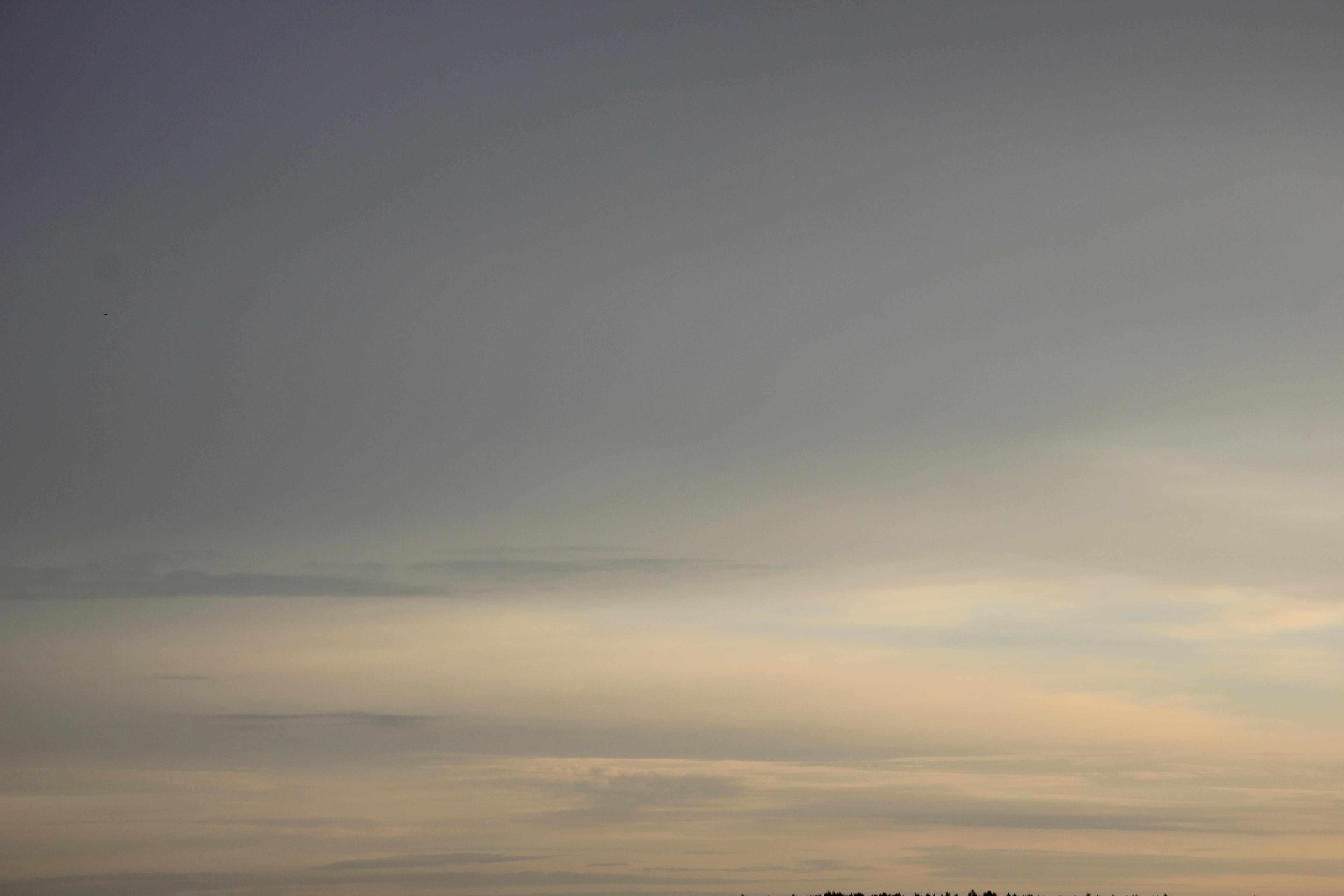 Яркое утреннее небо (70)