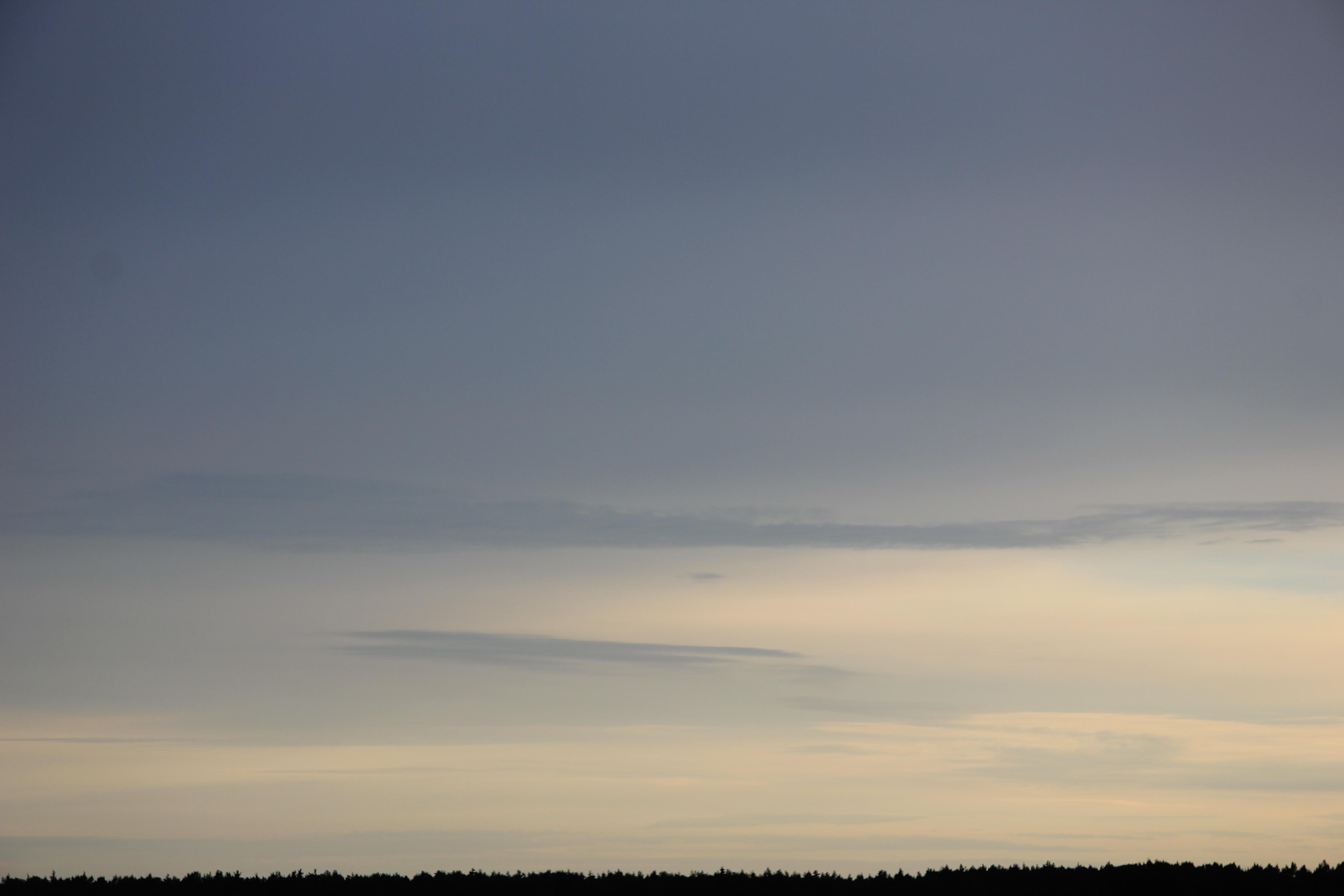 Яркое утреннее небо (89)